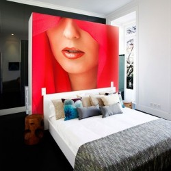 Déco murale femme en rouge