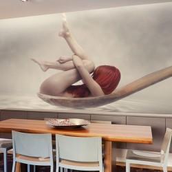 Mural femme dans une cuillère