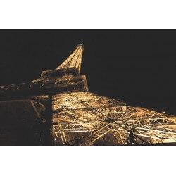 Poster sous la Tour Eiffel